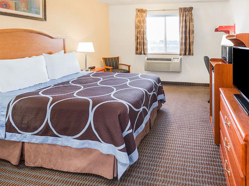 Photo of queen guest room